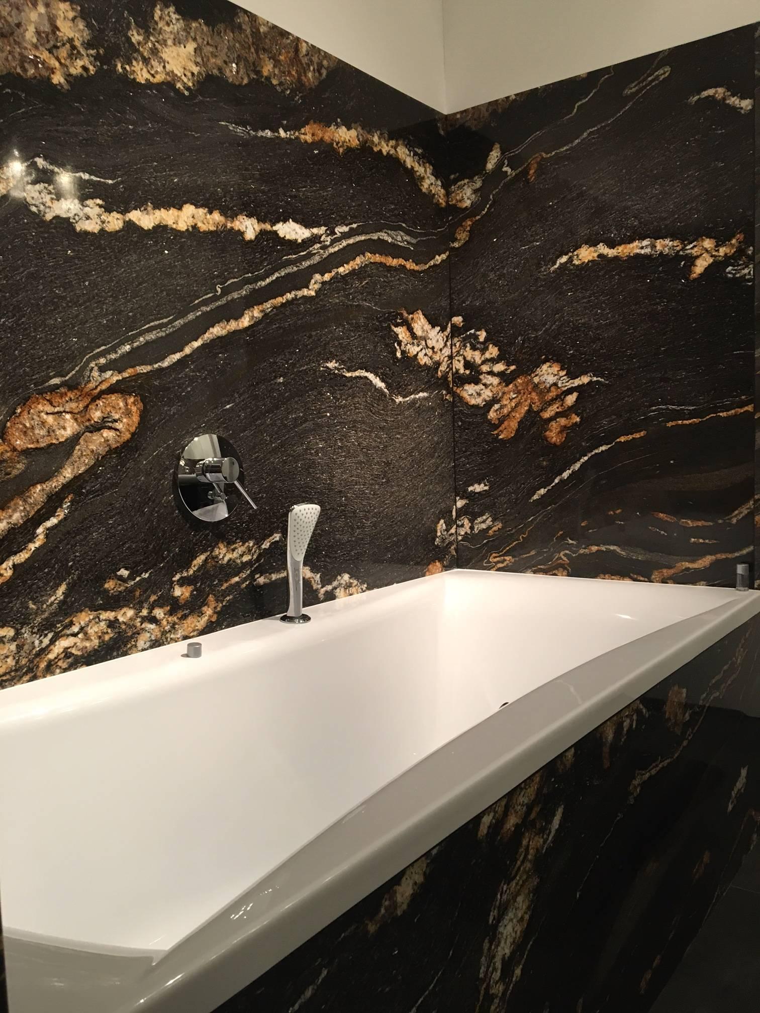 kamienne ściany w łazience